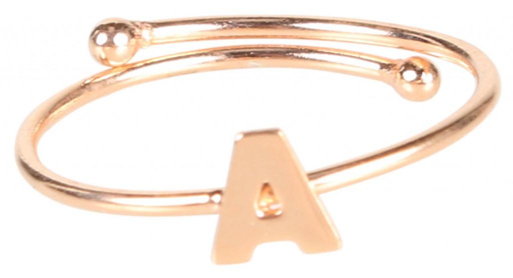 Ring von Maman et Sophie mit verschiedenen Buchstaben, erhältlich über www.REYERlooks.com für 69,90Euro
