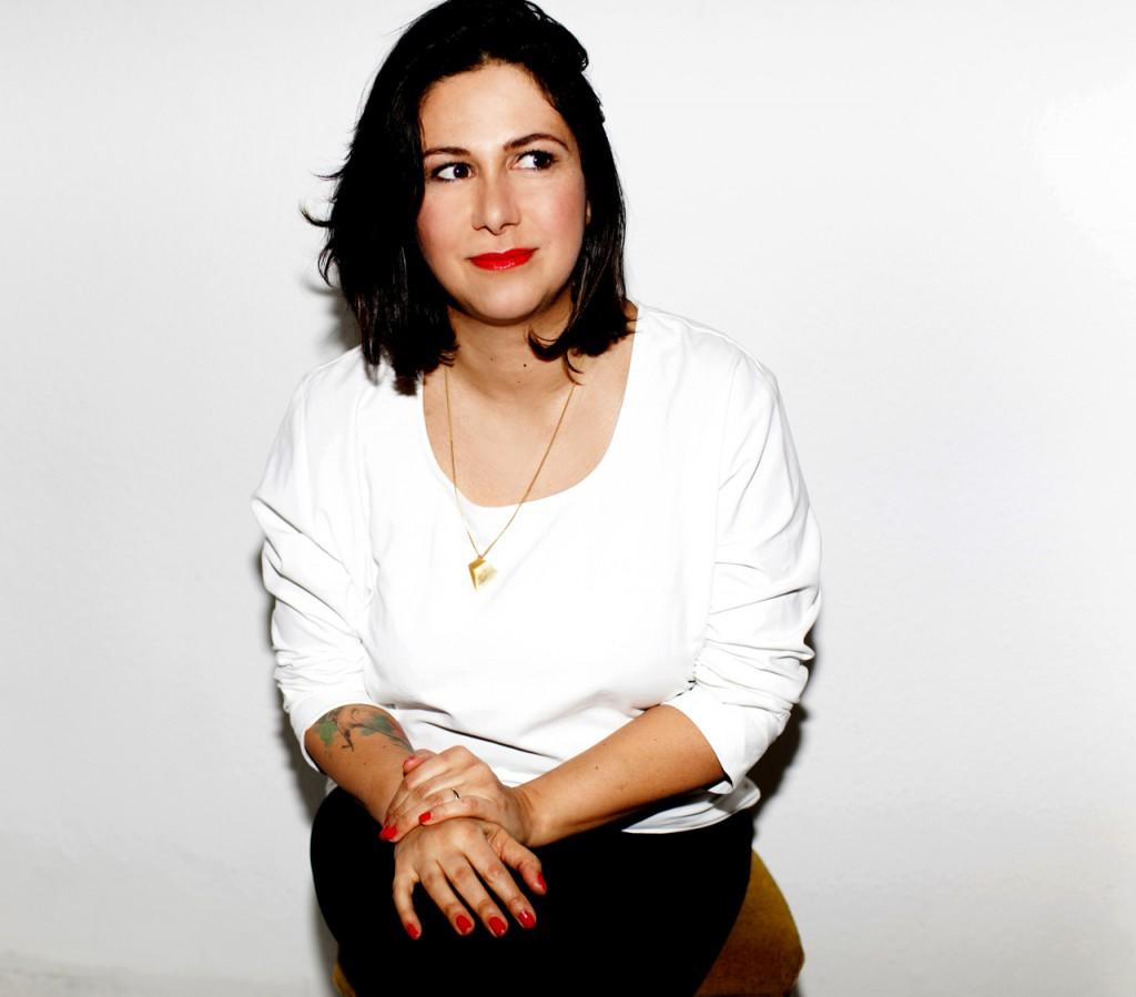 Julia Akra Laurien, die Gründerin von Noveaux