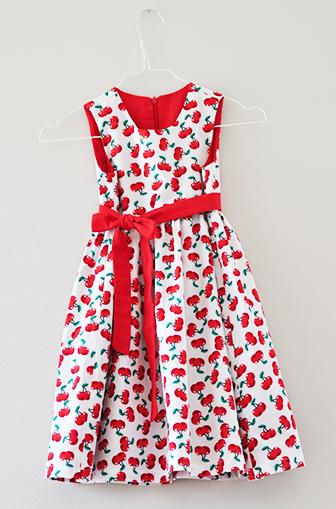 Kleid mit Kirschendruck von Sonnenkitz für Mädchen