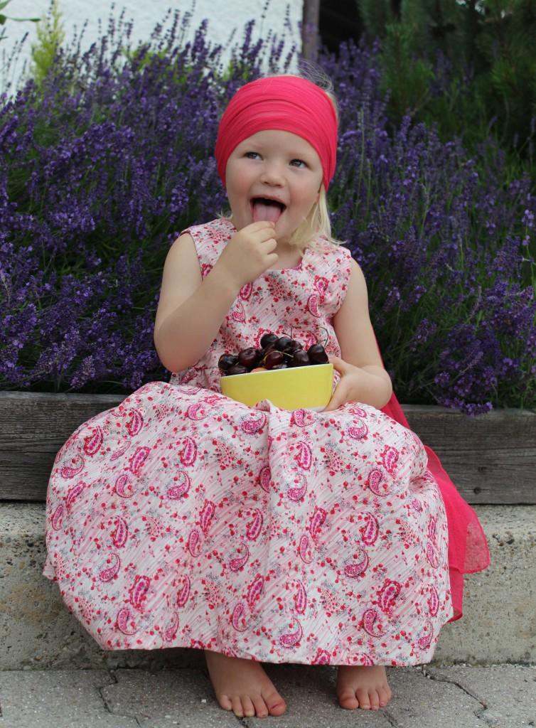 Sonnenkitz Kleid mit Kirschendruck von Sonnenkitz